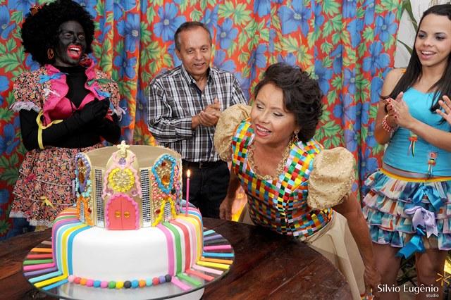 O aniversário de 60 anos da Elenilda foi organizado pela Lumiar com um tema junino para animar a todos na casa de festa Reviver em 23 de junho de 2012