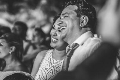 Tarciana e Rodrigo são a alegria em pessoa, foi maravilhoso fazer parte desse casamento repleto de felicidades, que aconteceu na Igreja da Ilha de Santa Rita e no Sitio Guaruça, contamos com o apoio: Cleverton Pedro (fotografia), Dall Fragoso (filmagem), Adriana Araújo (decoração), Living (móveis), Interluz (iluminação cênica), Andréa Britto (buffet), Conexão (toldos), Promoover (equipamentos),  Banda Millenium e Hugo e Rodolfo, Wagner Amorim (bolo), Assist (seguranças), Clean Party (limpeza), Tânia Makeup, Neide Freire (vestido), dentre outros.